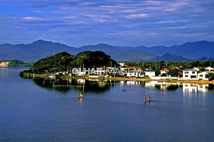 Vilarejo da Guarda do Embaú. Santa Catarina. 1990. Foto de Juca Martins.