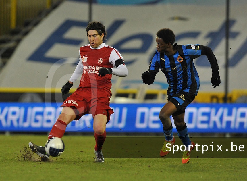 Club Brugge - KV Kortrijk : Ervin Zukanovic aan de bal voor Mushaga Bakenga.foto VDB / BART VANDENBROUCKE