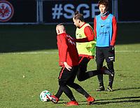 Marco Russ (Eintracht Frankfurt) gegen Marius Wolf (Eintracht Frankfurt) - 30.01.2018: Eintracht Frankfurt Training, Commerzbank Arena
