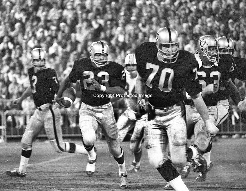 Raiders sweep right, Daryle Lamonica hands off to Charlie Smith, led by Jim Harvey, &amp; Gene Upshaw. <br />