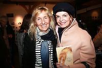 """SYLVIE BOURGEOIS HAREL & CYRIELLE CLAIRE - Dedicace de Sylvie Bourgeois Harel pour la sortie de son nouveau livre """"Sophie ‡ Saint Tropez"""""""