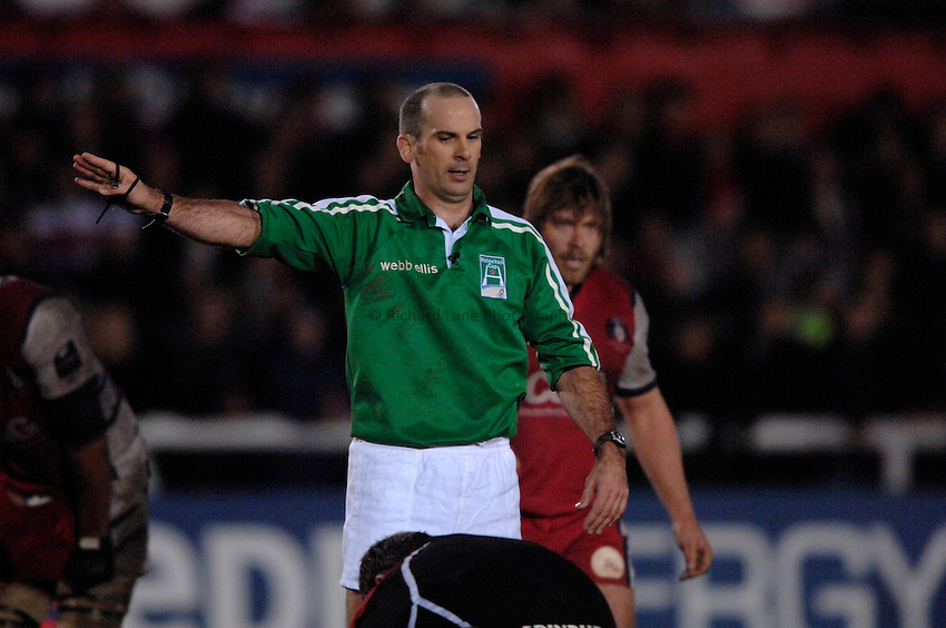 Photo: Richard Lane..Gloucester Rugby v Edinburgh Rugby. Heineken Cup. 09/12/2006. .Referee, Tim Hayes.