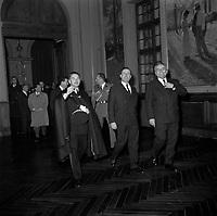 Le 2 et 3 février 1962. Vue de Michel Debré, Louis Bazerque et du préfet Morin dans une salle du Capitole.