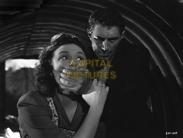 John McCallum, Googie Withers<br /> in It Always Rains on Sunday (1947) <br /> *Filmstill - Editorial Use Only*<br /> CAP/NFS<br /> Image supplied by Capital Pictures