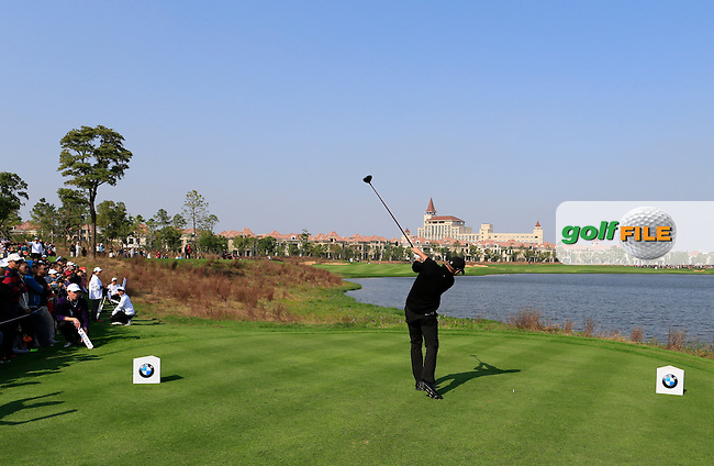 Jamie Donaldson (WAL) tees off the 9th tee during Sunday's Final Round of the 2014 BMW Masters held at Lake Malaren, Shanghai, China. 2nd November 2014.<br /> Picture: Eoin Clarke www.golffile.ie