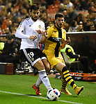 Valencia's Antonio Barragan and Barakaldo's Poma during Spain King Cup match. December 16, 2015. (ALTERPHOTOS/Javier Comos)