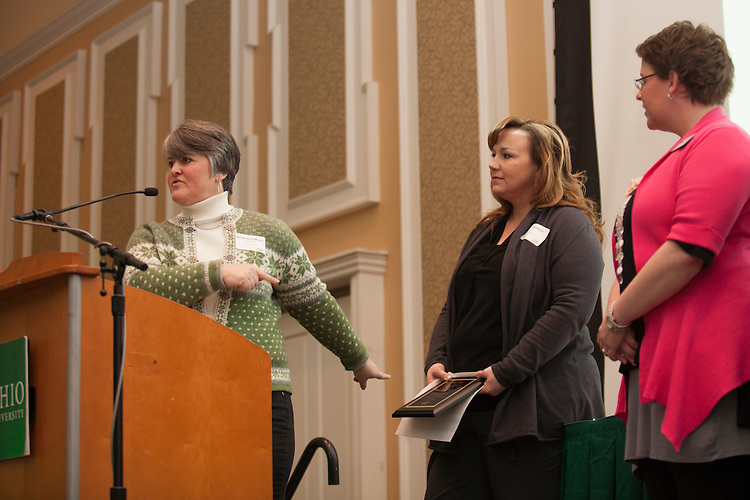 Joni Wadley recieves the Outstanding Learning Community Partner award at the Learning Community Programs Awards Banquet. ©Ohio University/ Photo by Kaitlin Owens