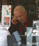 .3-10-09.Tuesday night .Anthony Hopkins shopping at Blick art store in Los Angeles ca ...AbilityFilms@yahoo.com.805-427-3519.www.AbilityFilms.com.
