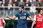 Nederland, Alkmaar, 25 november  2012.Eredivisie.Seizoen 2012-2013.AZ-Feyenoord.Graziano Pelle van Feyenoord steekt zijn duim omhoog