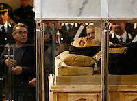 SAN GIOVANNI ROTONDO IL CORPO DI PADRE PIO RESTERA PERMANENTEMENTE ESPOSTO AL PUBBLICO DEI PELLEGRINI.NELLA FOTO LA FOLLA DEI PELLEGRINI ACCORSA NELL'APRILE 2008 QUANDO VENNERO  ESPOSTE PER LA PRIMA VOLTA LE SPOGLIE DEL SANTO.FOTO CIRO DE LUCA