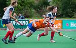 HUIZEN - Hockey - Nine Rijna (Bldaal) gaat neer tegen Daphne Koolhaas (HUI) . Hoofdklasse hockey competitie, Huizen-Bloemendaal (2-1) . COPYRIGHT KOEN SUYK