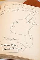"""Europe/France/Provence-Alpes-Côte d'Azur/13/Bouches-du-Rhône/Marseille: Restaurant  """"Chez Fonfon"""" au vallon des Auffes extraits du Livre d'Or dasn les années 1970 - Détail Autographe Claude Nougaro"""
