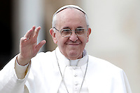 Papa Francesco saluta i fedeli al termine dell'udienza generale del mercoledi' in Piazza San Pietro, Citta' del Vaticano, 27 marzo 2013..Pope Francis waves to faithful at the end of his weekly general audience in St. Peter's square at the Vatican, 27 March 2013..UPDATE IMAGES PRESS/Riccardo De Luca..STRICTLY ONLY FOR EDITORIAL USE