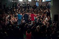 Wahlparty der Partei Bundnis 90/Die Gruenen am Abend der Bundestagswahl am 24. September 2017.<br /> Im Bild: Die Spitzenkandidaten Katrin Goering-Eckardt und Cem Oezdemir.<br /> Links: die Gebaerdendolmetscherin.<br /> 24.9.2017, Berlin<br /> Copyright: Christian-Ditsch.de<br /> [Inhaltsveraendernde Manipulation des Fotos nur nach ausdruecklicher Genehmigung des Fotografen. Vereinbarungen ueber Abtretung von Persoenlichkeitsrechten/Model Release der abgebildeten Person/Personen liegen nicht vor. NO MODEL RELEASE! Nur fuer Redaktionelle Zwecke. Don't publish without copyright Christian-Ditsch.de, Veroeffentlichung nur mit Fotografennennung, sowie gegen Honorar, MwSt. und Beleg. Konto: I N G - D i B a, IBAN DE58500105175400192269, BIC INGDDEFFXXX, Kontakt: post@christian-ditsch.de<br /> Bei der Bearbeitung der Dateiinformationen darf die Urheberkennzeichnung in den EXIF- und  IPTC-Daten nicht entfernt werden, diese sind in digitalen Medien nach §95c UrhG rechtlich geschuetzt. Der Urhebervermerk wird gemaess §13 UrhG verlangt.]