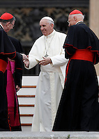 Papa Francesco saluta alcuni cardinali al termine dell'incontro con gli appartenenti al Rinnovamento nello Spirito Santo in Piazza San Pietro, Citta' del Vaticano, 3 luglio 2015.<br /> Pope Francis greets some cardinals at the end of his meeting with members of the Catholic Charismatic Renewal in St. Peter's Square at the Vatican, 3 July 2015.<br /> UPDATE IMAGES PRESS/Isabella Bonotto<br /> <br /> STRICTLY ONLY FOR EDITORIAL USE
