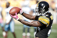 PITTSBURGH, PA - OCTOBER 09:  Antonio Brown #84 of the Pittsburgh Steelers warms up prior to the game against the Tennessee Titans on October 9, 2011 at Heinz Field in Pittsburgh, Pennsylvania.  (Photo by Jared Wickerham/Getty Images)