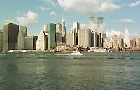 Der Finacial District Manhattans, gesehen vom East River.<br /> New York City, 1.1.1999<br /> Copyright: Christian-Ditsch.de<br /> [Inhaltsveraendernde Manipulation des Fotos nur nach ausdruecklicher Genehmigung des Fotografen. Vereinbarungen ueber Abtretung von Persoenlichkeitsrechten/Model Release der abgebildeten Person/Personen liegen nicht vor. NO MODEL RELEASE! Don't publish without copyright Christian-Ditsch.de, Veroeffentlichung nur mit Fotografennennung, sowie gegen Honorar, MwSt. und Beleg. Konto:, I N G - D i B a, IBAN DE58500105175400192269, BIC INGDDEFFXXX, Kontakt: post@christian-ditsch.de]