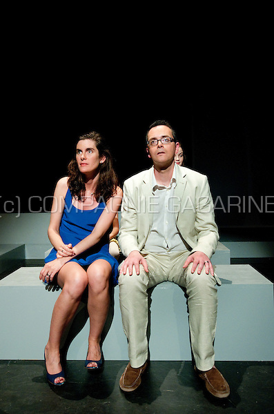 Theatre company De Dijlezonen playing Zomeravond Halfelf (Dix heures et demie du soir en été) from Marguerite Duras, directed by Jo Matthijs (Belgium, 18/04/2013)