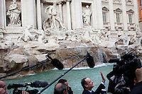 Roma: Francois Hollande, candidato alle presidenziali francesi del 2012, per il Partito Socialista, in visita a Roma.. .Rome: Francois Hollande, candidate for the 2012 French presidential election, visits the Fontana di Trevi