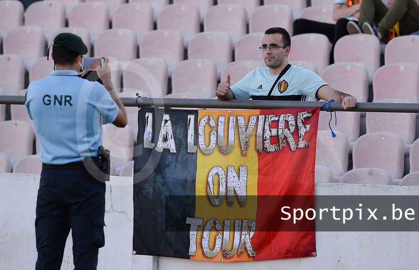 20171024 - PENAFIEL , PORTUGAL :  Belgian fan being pictured by a policeman during a women's soccer game between Portugal and the Belgian Red Flames , on tuesday 24 October 2017 at Estádio Municipal 25 de Abril in Penafiel. This is the third game for the  Red Flames during the Worldcup 2019 France qualification in group 6. PHOTO SPORTPIX.BE | DAVID CATRY