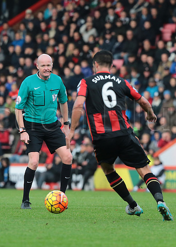 07.11.2015. Vitality Stadium, Bournemouth, England. Barclays Premier League. Referee Lee Mason keeps a close eye on play as Newcastle hold on for the win under a lot of Bournemouth pressure