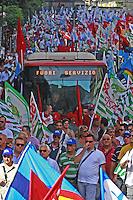 NAPOLI MANIFESTAZIONE UNITARIA  PER EMERGENZA LAVORO IN CAMPANIA PRESNTI TUTTE LE SIGLE SINDACALI CGIL CISL UIL UGL.FOTO CIRO DE LUCA