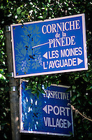 Europe/Provence-Alpes-Côte d'Azur/83/Var/Ile d'Hyères/Ile du Levant: Panneaux balisant la visite