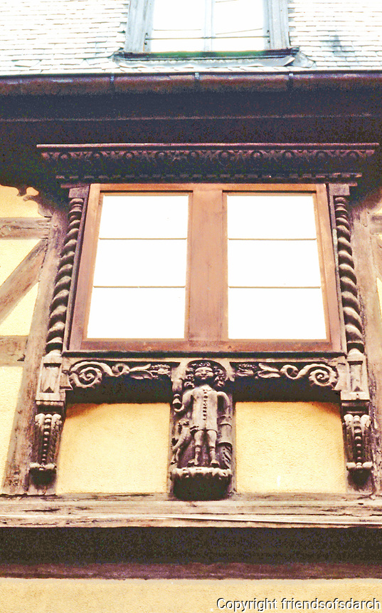 Riquewihr: Carved fenestration on building.