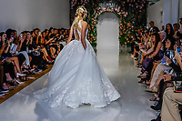NOVA YORK, EUA, 04.10.2018 - BRIDAL-WEEK - Modelo durante desfile da grife Morilee para o New York Bridal Week em Manhattan nos Estados Unidos nesta quinta-feira, 04. (Foto: Vanessa Carvalho/Brazil Photo Press)