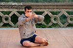 TRAN&Ccedil;A<br /> <br /> Conception, direction, chor&eacute;graphie, performance Thiago Granato<br /> Chor&eacute;graphes invit&eacute;s (interlocuteurs) Cristian Duarte, Jo&atilde;o Saldanha<br /> Assistant &agrave; la direction Sandro Amaral<br /> Morceau original, conception sonore M&aacute;rcio Vermelho<br /> Conception lumi&egrave;re (version originale) Andr&eacute; Boll<br /> Compagnie : <br /> Date : 13/06/2018<br /> Lieu : Belv&eacute;d&egrave;re<br /> Ville : Uz&egrave;s