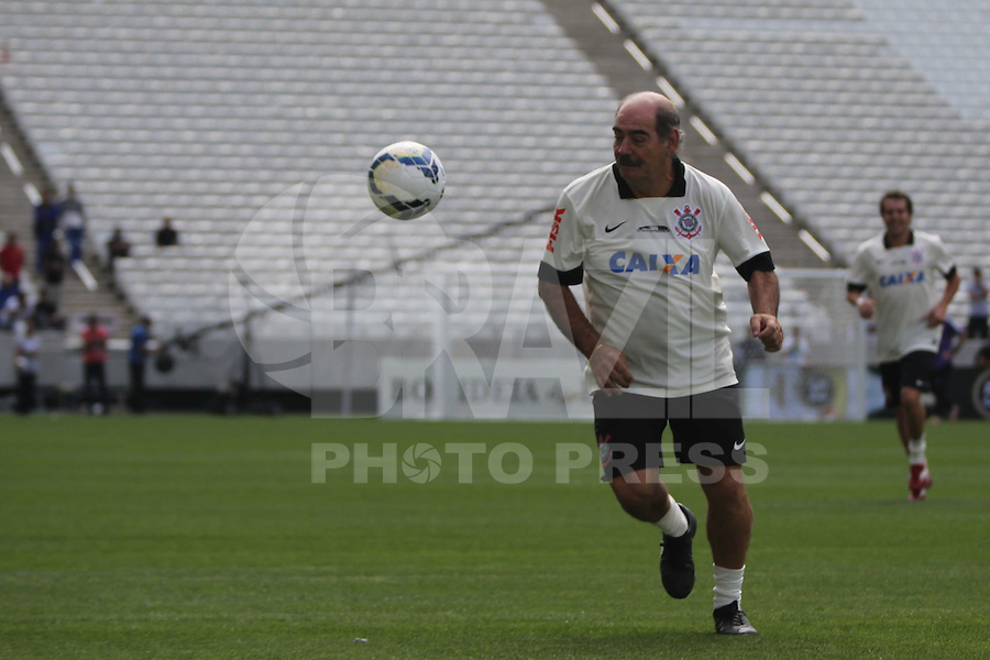 SAO PAULO, SP, 10.05.2014 - JOGO TESTE CORINTHIANS - Ex jogador Rivelino durante partida entre ex-jogadores e jogadores do Corinthians realizado no estádio do Itaquerão (Arena Corinthians), zona leste da capital paulista, neste sábado (10). O local será palco da abertura da Copa do Mundo de 2014. (Foto: Vanessa Carvalho/ Brazil Photo Press).