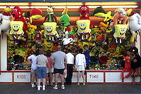 Tourists prepare to play a game on the Boardwalk, Wednesday, August 7, 2002, in Wildwood, New Jersey. (Photo by William Thomas Cain/photodx.com)