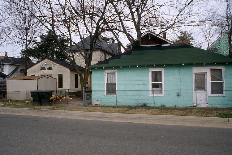 1996 February 29..Conservation.Park Place..EXISTING CONDITIONS.600 BLOCK.NORTHSIDE.LOOKING EAST...NEG#.NRHA#..