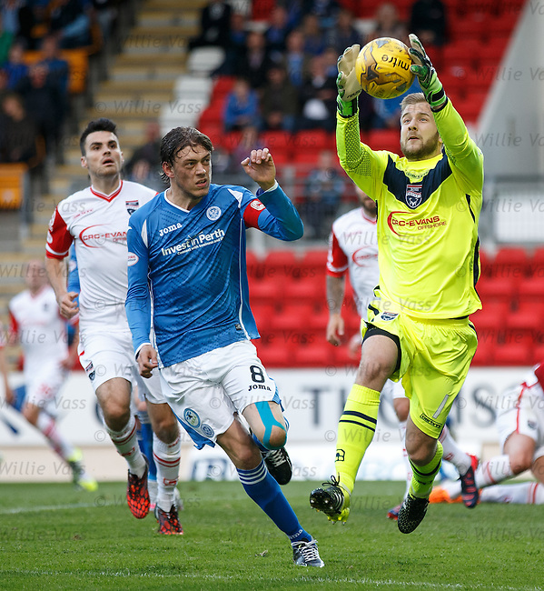 Scott Fox saves from Murray Davidson