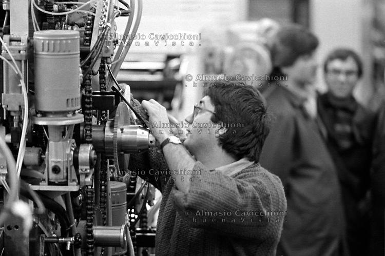 1987 Bollate, Milano: operai al lavoro nella fabbrica metalmeccanica OMCSA<br /> 1987 Bollate, Milan: workers in the engineering industry OMCSA