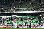 05.08.2017, Weserstadion, Bremen, GER, FSP, SV Werder Bremen (GER) vs FC Valencia (ESP)<br /> <br /> im Bild<br /> Mannschaft von Werder Bremen dreht eine Runde durch das Stadion und applaudiert / bedankt sich bei Fans mit Applaus für die Unterstützung, <br /> u.a. Luca Caldirola (Werder Bremen #3), Niklas Schmidt (Werder Bremen #38), Fin Bartels (Werder Bremen #22), Florian Kainz (Werder Bremen #7), Robert Bauer (Werder Bremen #4), Jiri Pavlenka (Werder Bremen #1),k Philipp Bargfrede (Werder Bremen #44), Milos Veljkovic (Werder Bremen #13), Max Kruse (Werder Bremen #10), Thomas Delaney (Werder Bremen #6), Aron Jóhannsson / Johannsson (Werder Bremen #9), <br /> <br /> Foto © nordphoto / Ewert