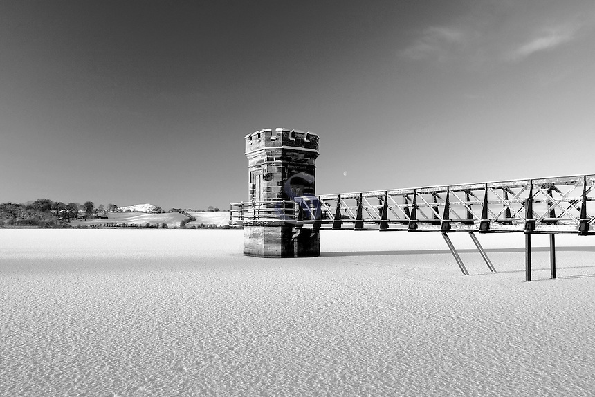 A snow covered Balgray Reservoir, Dams to Darnley Country Park, Barrhead, East Renfrewshire