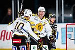 Stockholm 2013-12-07 Ishockey Elitserien AIK - Skellefte&aring; AIK :  <br /> Skellefte&aring;s Joakim Lindstr&ouml;m har gjort 1-0 och gratuleras av lagkamrater Skellefte&aring;s Jimmie Ericsson <br /> (Foto: Kenta J&ouml;nsson) Nyckelord:  AIK Skellefte&aring; SAIK jubel gl&auml;dje lycka glad happy