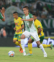 MEDELLIN -COLOMBIA, 30-9<br /> -2017Felipe Aguiar (Der.) jugador de Atlético Nacional  disputa el balón contra el Atlético Huila  durante partido por la fecha 14 de la Liga Aguila II 2017 jugado en el estadio Atanasio Girardot de la ciudad de Medellín. / Felipe Aguilar player  of Atlético Nacional  fights the ball agaisnt of Atletico Huila during match for the date 14 of the Aguila League II 2017 played at Atanasio Girardot stadium in Medellin city. Photo:VizzoImage / León Monsalve  / Stringer