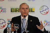 RIO DE JANEIRO-21/06/2012-coletiva de imprensa com o Ministro da Fazenda, Guido Mantega, explicando o acordo bilateral com a China, na  Conferencia da ONU, no Rio Centro, zona oeste do Rio.Foto:Marcelo Fonseca-Brazil Photo Press