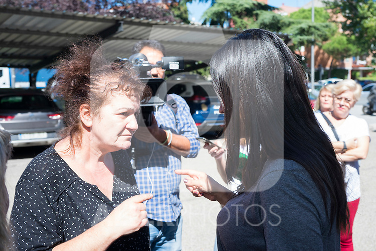 Vice mayor of Madrid, Begona Villacis, visits the neighbors affected by the squatting in Puente de Vallecas, Madrid. September 26, 2019. (ALTERPHOTOS/Francis González)