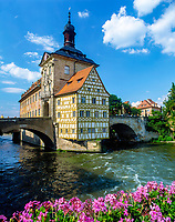 DEU, Deutschland, Bayern, Franken, Oberfranken, Bamberg: Rathaus, UNESCO Weltkulturerbe, Fluss Regnitz | DEU, Germany, Bavaria, Upper Franconia, Bamberg: town hall, UNESCO world heritage, river Regnitz