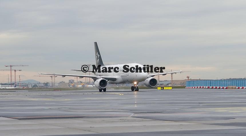 Maschine der Star Alliance auf dem Vorfeld am Frankfurter Flughafen - Frankfurt 16.10.2019: Eichwaldschuele Schaafheim am Frankfurter Flughafen
