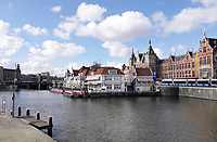 Nederland -  Amsterdam-  2018.  Gebied voor het Centraal Station. Cafe-restaurant Loetje. Foto Berlinda van Dam / Hollandse Hoogte