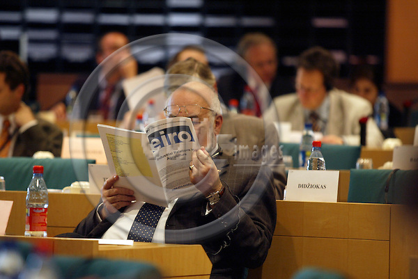 BRUSSELS - BELGIUM - 25 APRIL 2006 -- A repport on EUROFOUNDs study on industrial relations in agriculture is being studied during a presentation in the EP Committee on Agriculture. PHOTO: ERIK LUNTANG / EUP-IMAGES