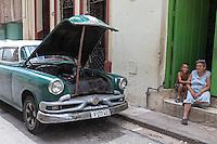 Waiting for a car repair, Centro Habana