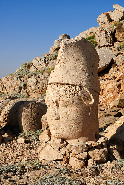Statue head of Antiochus in front of the stone pyramid 62 BC Royal Tomb of King Antiochus I Theos of Commagene, east Terrace, Mount Nemrut or Nemrud Dagi summit, near Adıyaman, Turkey