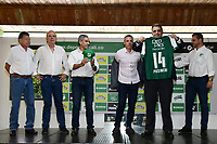 CALI-COLOMBIA ,11 -12-2018.Presentación del nuevo director técnico del Deportivo Cali Lucas Pusineri. De izquierda a derecha:Henry Cuartas  , Alvaro Martínez , Marco Caicedo ,Lucas Pusineri ,Juan  Fernando Mejia (Presidente del Deportivo Cali ) y  Rodrigo Cobo .Sede del Deportivo Cali en Pance./ Presentation of the new coach of Deportivo Cali Lucas Pusineri. From left to right: Henry Cuartas, Alvaro Martinez, Marco Caicedo, Lucas Pusineri, Juan Fernando Mejia (President of Deportivo Cali) and Rodrigo. Seat of Deportivo Cali in Pance. Photo: VizzorImage/ Nelson Rios / Contribuidor