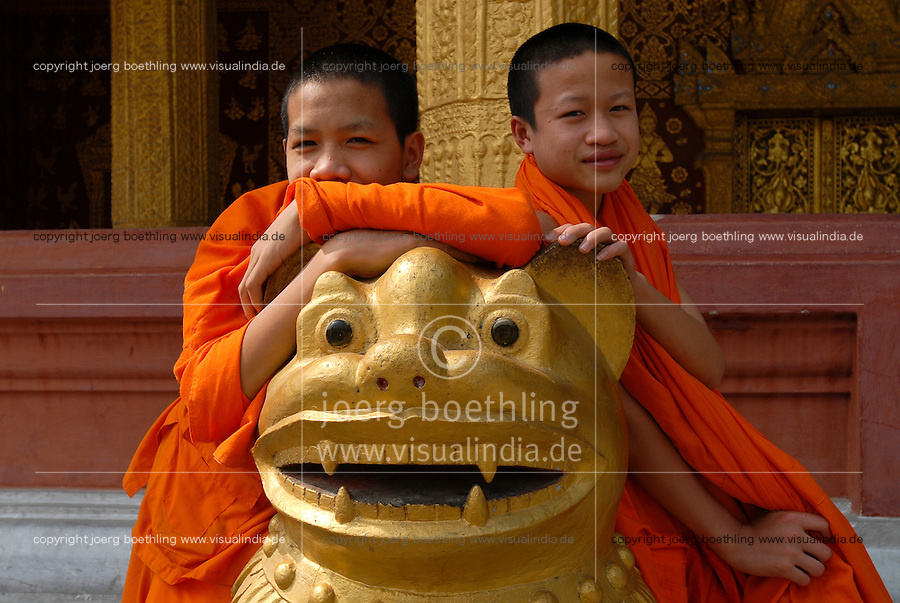 LAOS  Luang Prabang, young buddhist novices in monastery /  Luang Prabang, junge buddhistische Novizen im KLoster