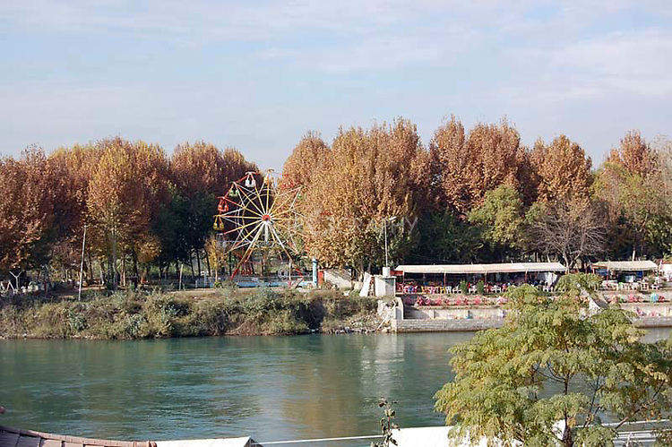 IRAQ, MOSUL:  An amusement park on the banks of the Dijla river in Mosul...Photo by Bashar Adnan/Metrography
